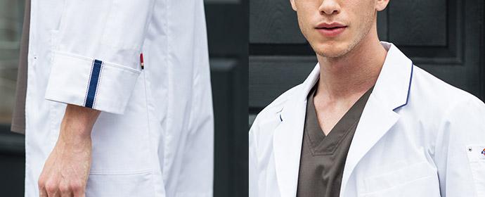 ブルーのパイピングが格好いい白衣